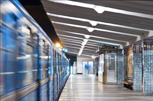 Станция метро «Левобережная»