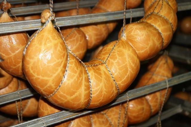 На любом производстве никто не отменял человеческий фактор, но если придерживаться рецепта, можно получить вполне безопасную колбасу.