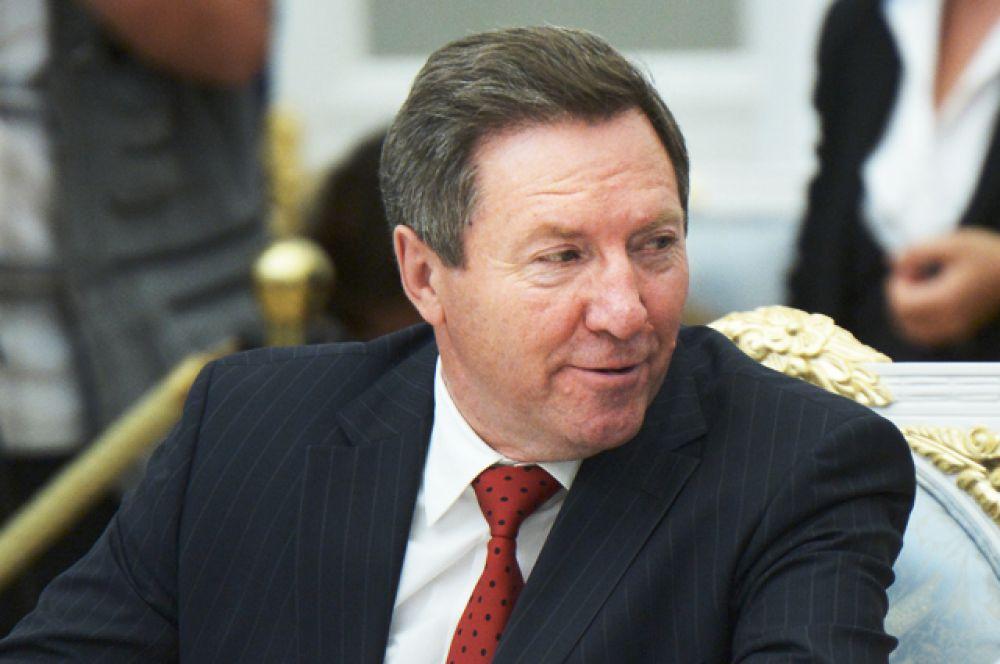 Глава администрации Липецкой области Олег Королёв, в должности с 12 апреля 1998 года.