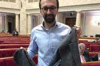 Во время стычки с коллегой Сергей Лещенко лишился рукава пиджака