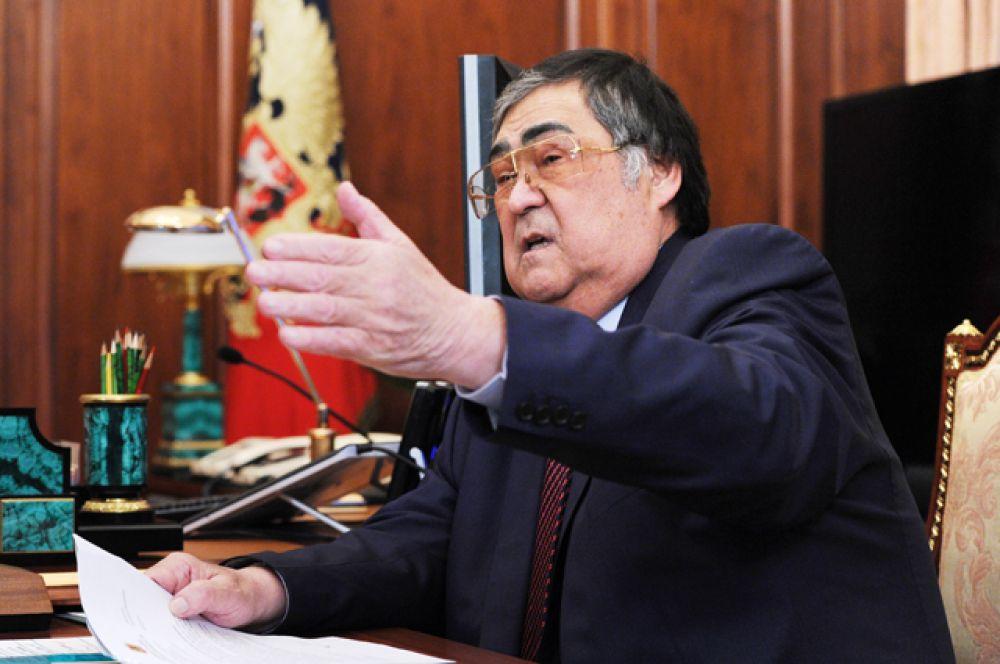 Губернатор Кемеровской области Аман Тулеев,  в должности с 1 июля 1997 года.