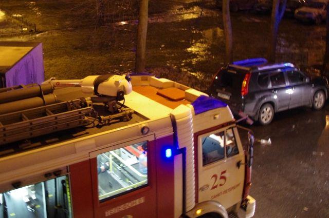 Петербурженка погибла впожаре вподъезде наЛенинском