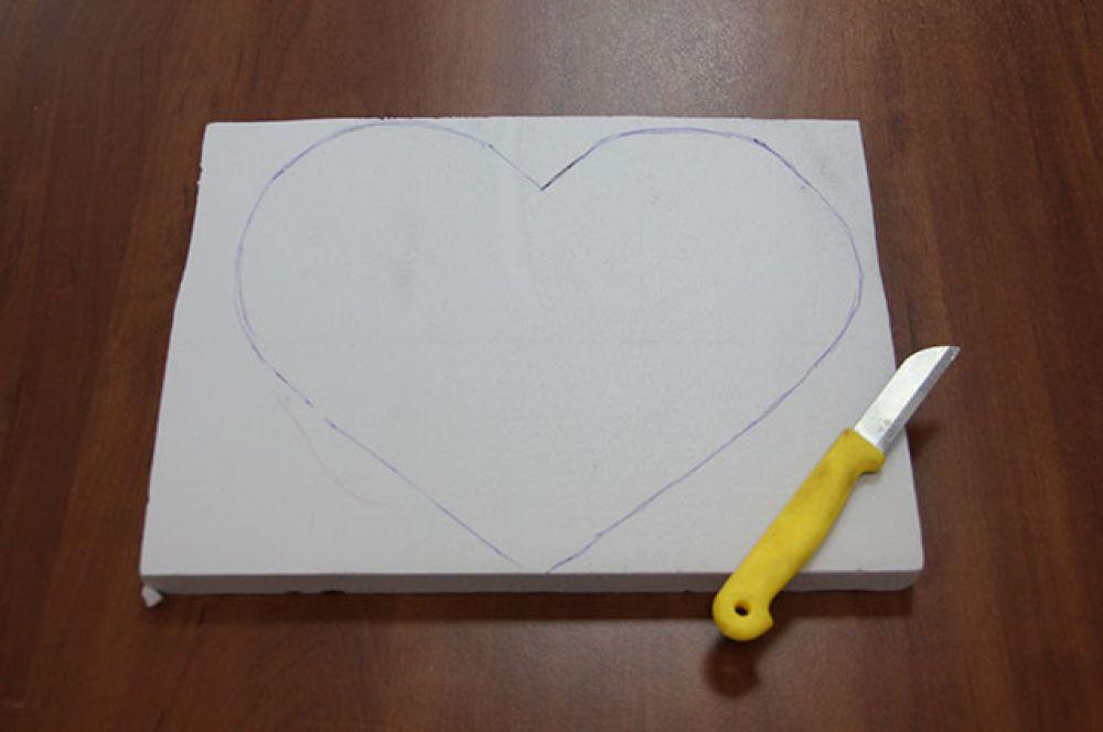 Первым делом нарисуем на основе сердце.