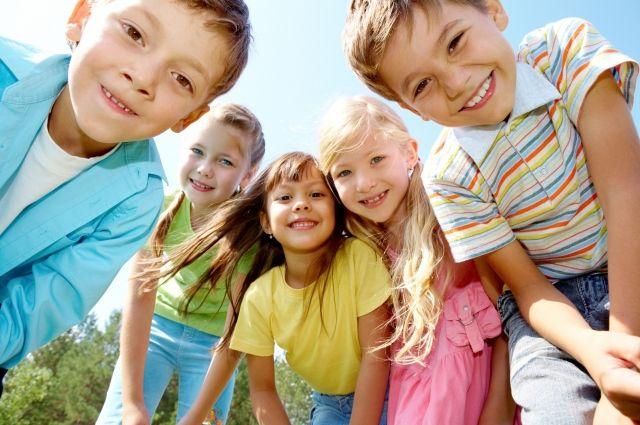 Часто младшим детям в семьях уделяется меньше внимания и времени на развитие.
