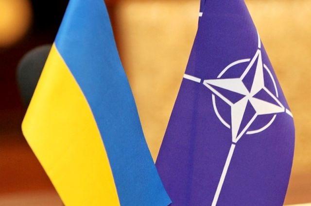 Владимир Гройсман пригласил руководство НАТО в Украину