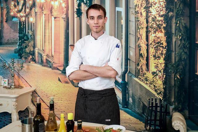 В готовке шеф-повар стремится к совершенству.