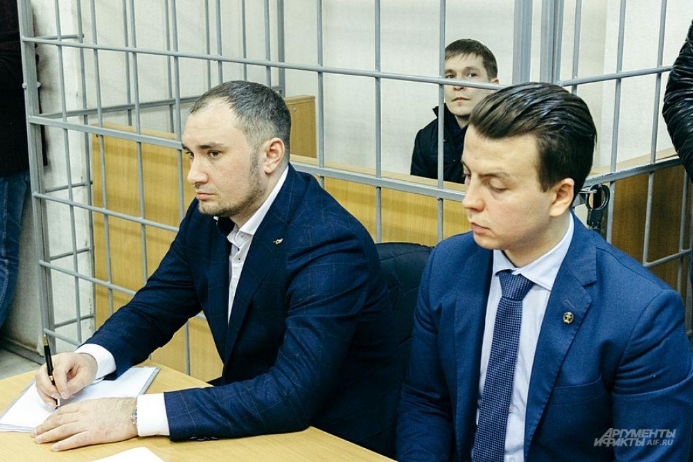 Адвокаты просили прекратить дело в его отношении либо отпустить его по домашний арест.