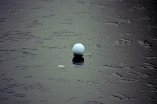 Историки утверждают, что на Руси была игра, напоминающая гольф, только на льду.