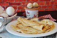 Блины считаются главным угощением на Масленицу с давних времен.