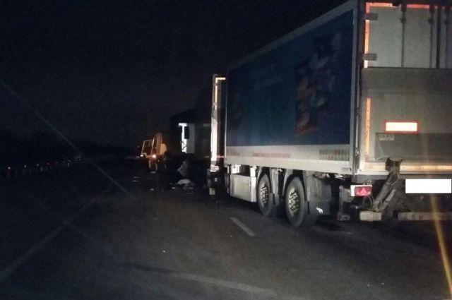 4 человека пострадали при столкновении 3-х фургонов наСтаврополье