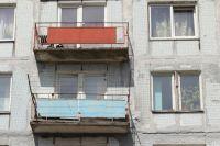 Девушки замерзали на балконе