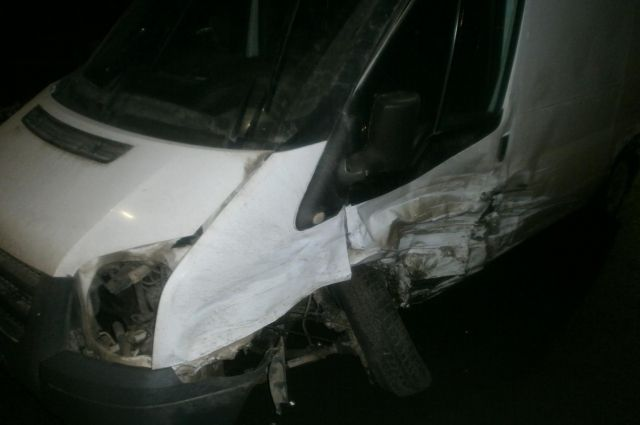 НаНефтяников вЯрославле в итоге тройного ДТП пострадал шофёр микроавтобуса «Ford»