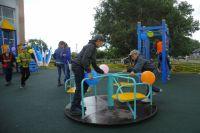 Множество детских и спортивных площадок появилось в Омске по программе социальных инвестиций.