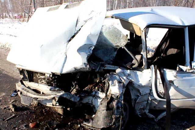 Шофёр «семерки» умер после столкновения с«Ниссаном» вЧелябинске
