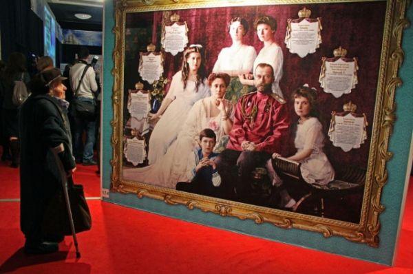 В Ростове-на-Дону состоялась выставка, которая представила непростые взаимоотношения церкви и власти за последние сто лет.