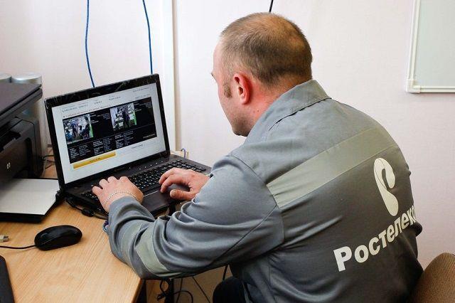 «Ростелеком» будет обеспечивать видеотрансляцию из аудиторий пунктов проведения экзаменов и региональных центров обработки информации на централизованный портал видеонаблюдения.