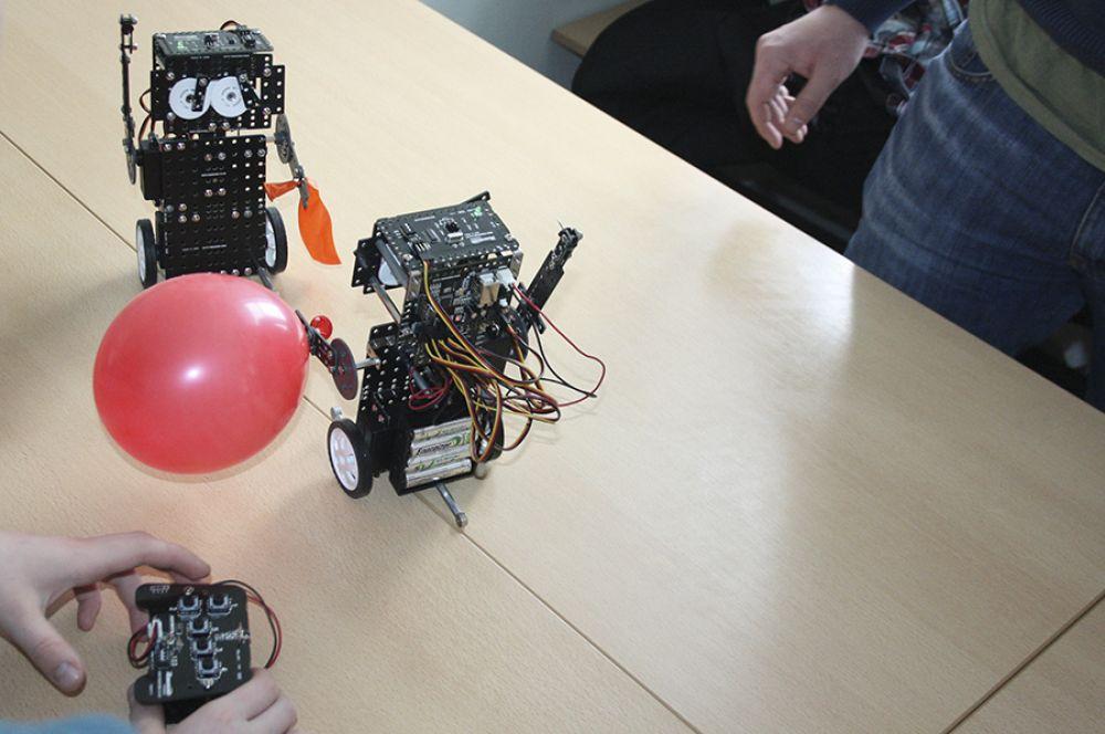 Выступления роботов собрали большое количество зрителей.