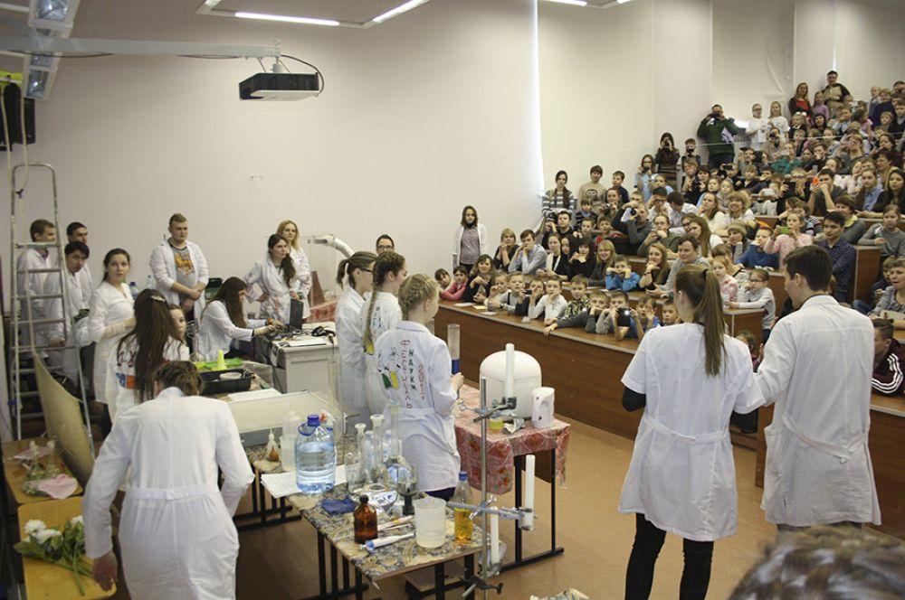 Студенты-химики собрали полный зал на реактив-шоу.