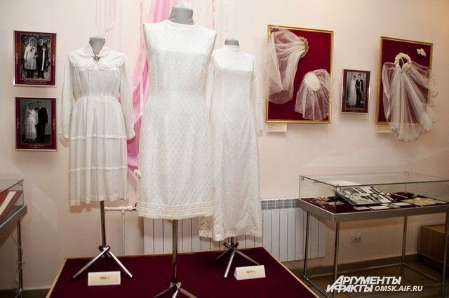Наряды - традиционно самый популярный уголок выставки.