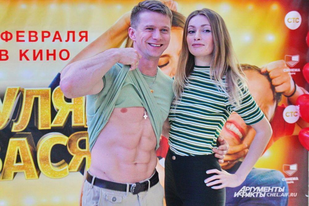 По словам Романа Курцына, до «Гуляй, Вася!» ему приходилось играть в основном драматические роли, поэтому Макс в новом фильме стал для него первым опытом комедийного персонажа.