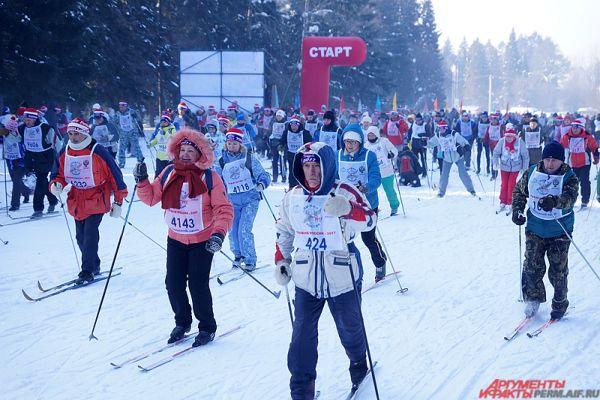 Аналогичную дистанцию (2017 метров) преодолели участники соревнований для ветеранов и дети младше 2005 года.