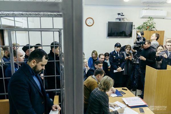 Вадима Мерзлякова посадили в клетку.