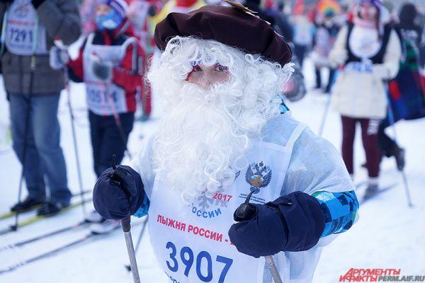 Деды Морозы на лыжах, лисы, балерины, клоуны, – кого здесь только не было!