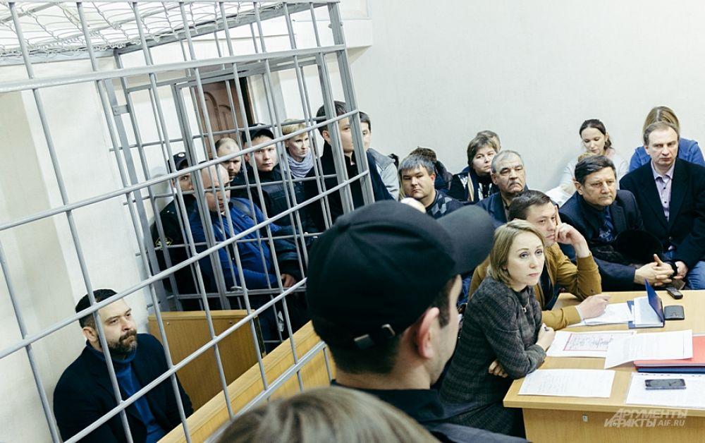 Маленькие комнатки Советского райсуда еле смогли вместить всех желающих.