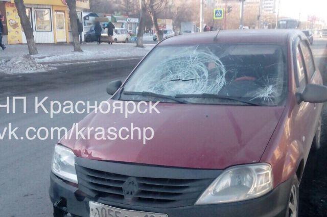 Девушка выбежала надорогу и угодила под колеса иномарки— ДТП вКрасноярске