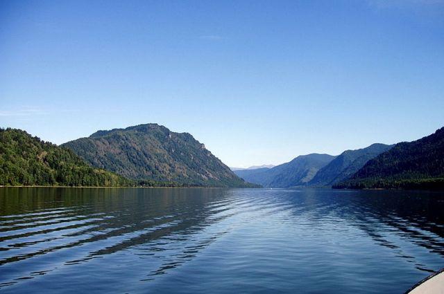 Телецкое озеро летом.