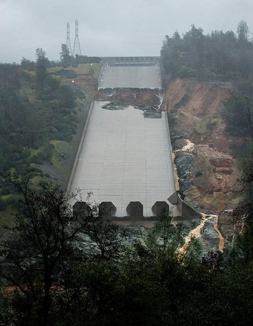 Разрушению подвергся также основной водосброс.