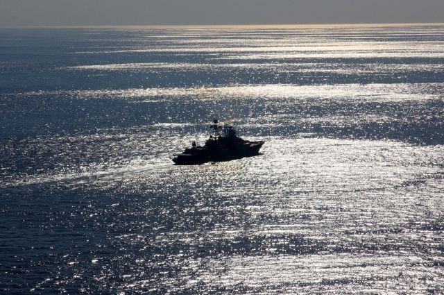 Русский военный корабль приступил кучениям вИндийском океане