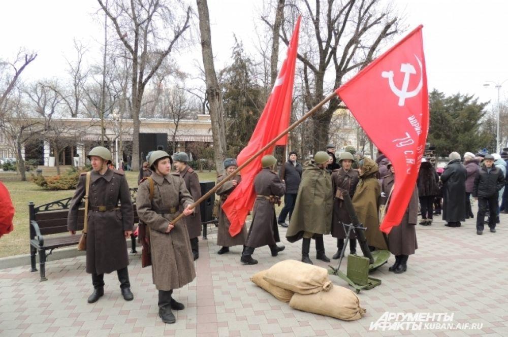 В реконструкции освобождения Краснодара участвовали члены военно-патриотических клубов.