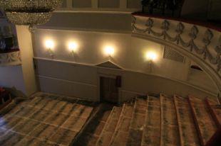 Реконструкция театра началась в декабре.