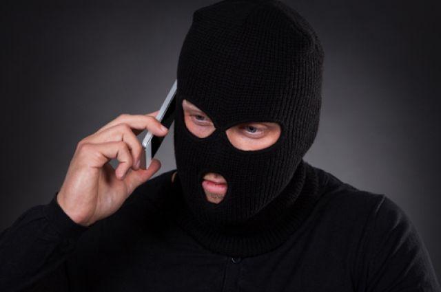 Пенсионерка поверила мужчине, который представился сотрудником службы безопасности банка.