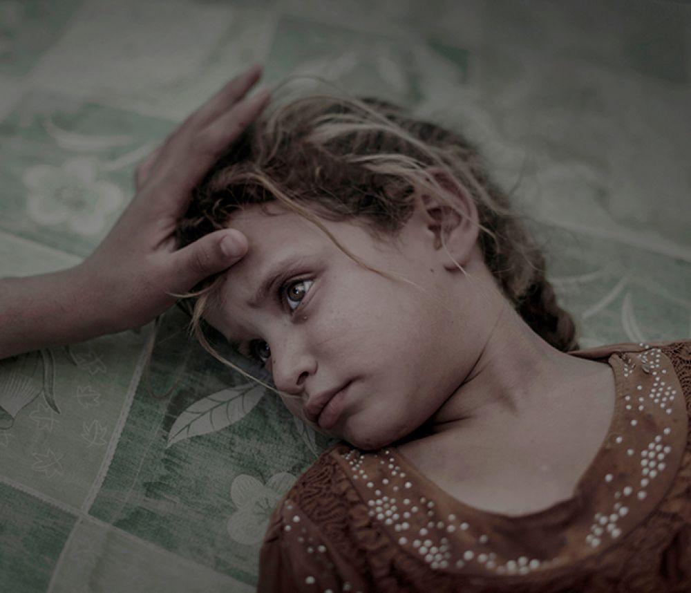 Категория «Люди», первое место в номинации «Отдельная фотография». Пятилетняя Маха, сбежавшая вместе со своей семьей из села Хавиджа близ Мосула, Ирак.