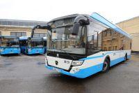 Электробус развивает скорость до 80 км/ч и трижды в день требует подзарядки.