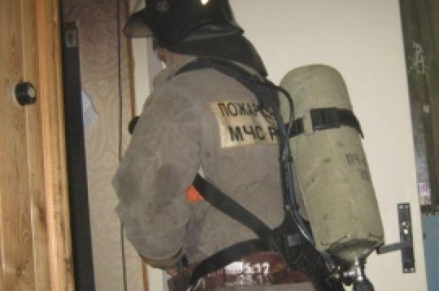 Пожарные спасли инвалида изгорящей квартиры вДзержинске