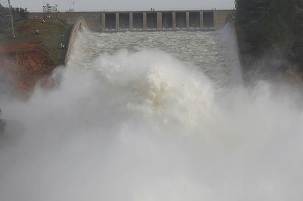 В связи с разрушением плотины в районе возможного затопления объявлена эвакуация, которая затронет более 200 тысяч человек.