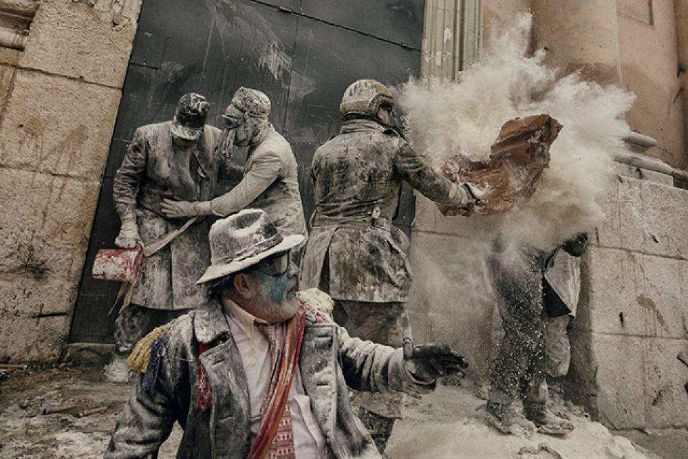 Категория «Люди», второе место в номинации «Фотоистория». «Мучные войны» в Аликанте, Испания, в декабре 2016 года.