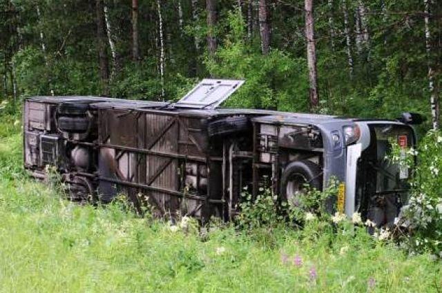 Трагедия обернулась гибелью 12 человек, среди них оба водителя.