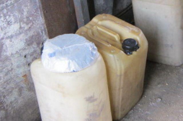 320 литров масла обнаружили в машине, следовавшей из Литвы.