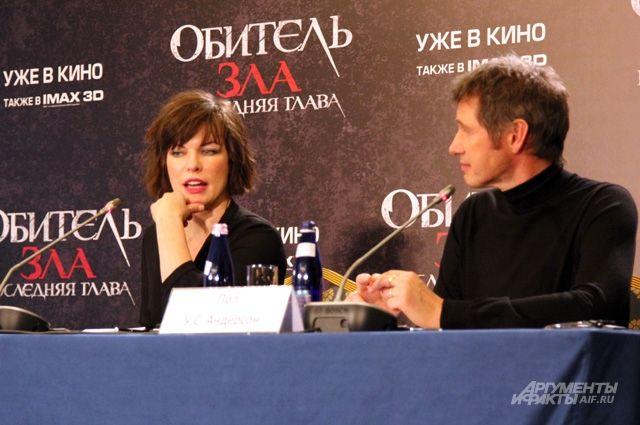 Милла Йовович и её супруг, режиссёр Пол Андерсон.