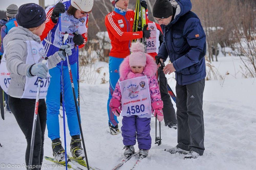 Первое знакомство с лыжами.