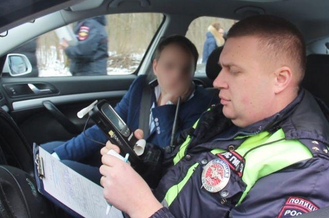 В Калининграде задержали пьяного водителя и его приятеля с пистолетом.