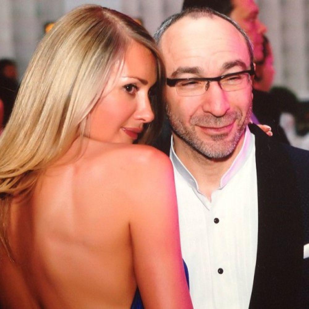 Мэр Харькова Геннадий Кернес достаточно давно в браке с настоящей красавицей Оксаной Гайсинской