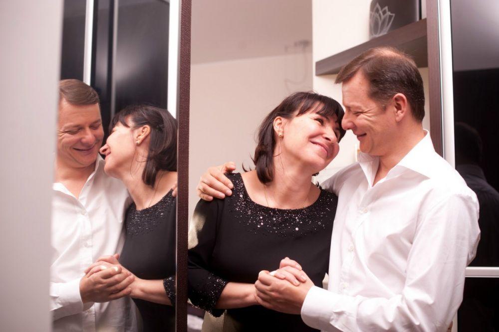 Эмоциональный Олег Ляшко эмоционален во всем, особенно на фото со своей супругой Роситой, с которой он в гражданском браке уже на протяжении 19 лет