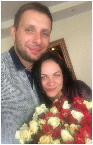 Депутат Верховной Рады Владимир Парасюк со своей девушкой