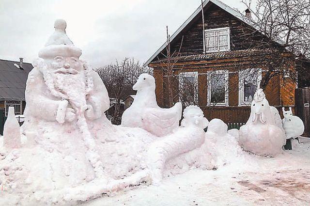 Каждый год пенсионерка совершенствует мастерство - скульптуры становятся больше и сложнее.