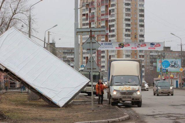 Мэрия Омска решила снести 600 рекламных конструкций